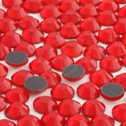 Cyrkonie ss30 hot-fix (6,5 mm) czerwony jasny (light siam) 288 szt.